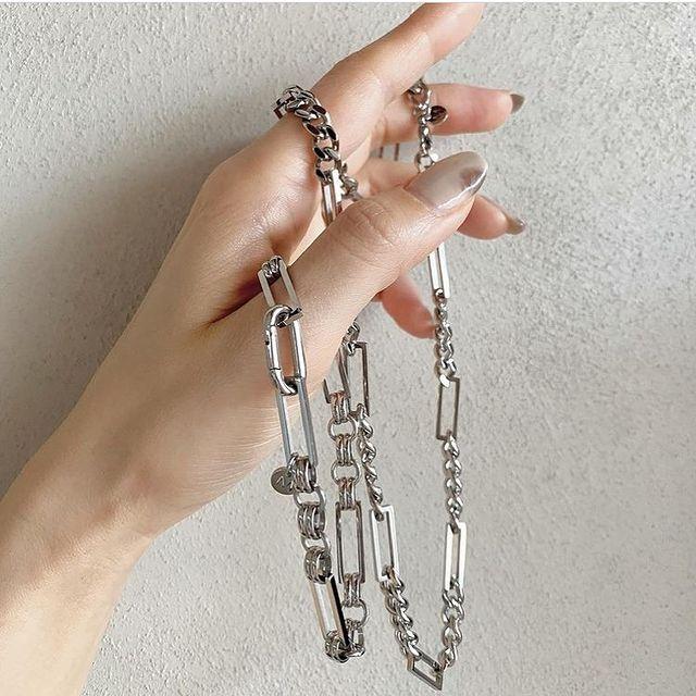 Our love for chains ⛓ @zu___ie #marcmirren #creativeclassicsbymm